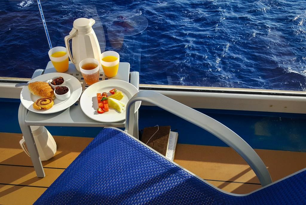 Gratis room service op je balkon. Foto en copyright: kirkandmimi/Pixabay