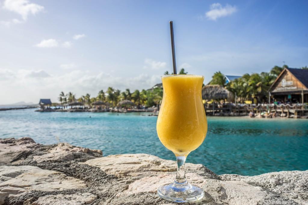 Tropische cocktails op tropische bestemmingen met Carnival. Foto en copyright: Mariamichelle/Pixabay