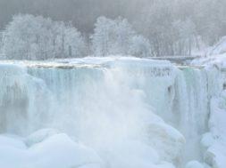 bevroren niagara falls