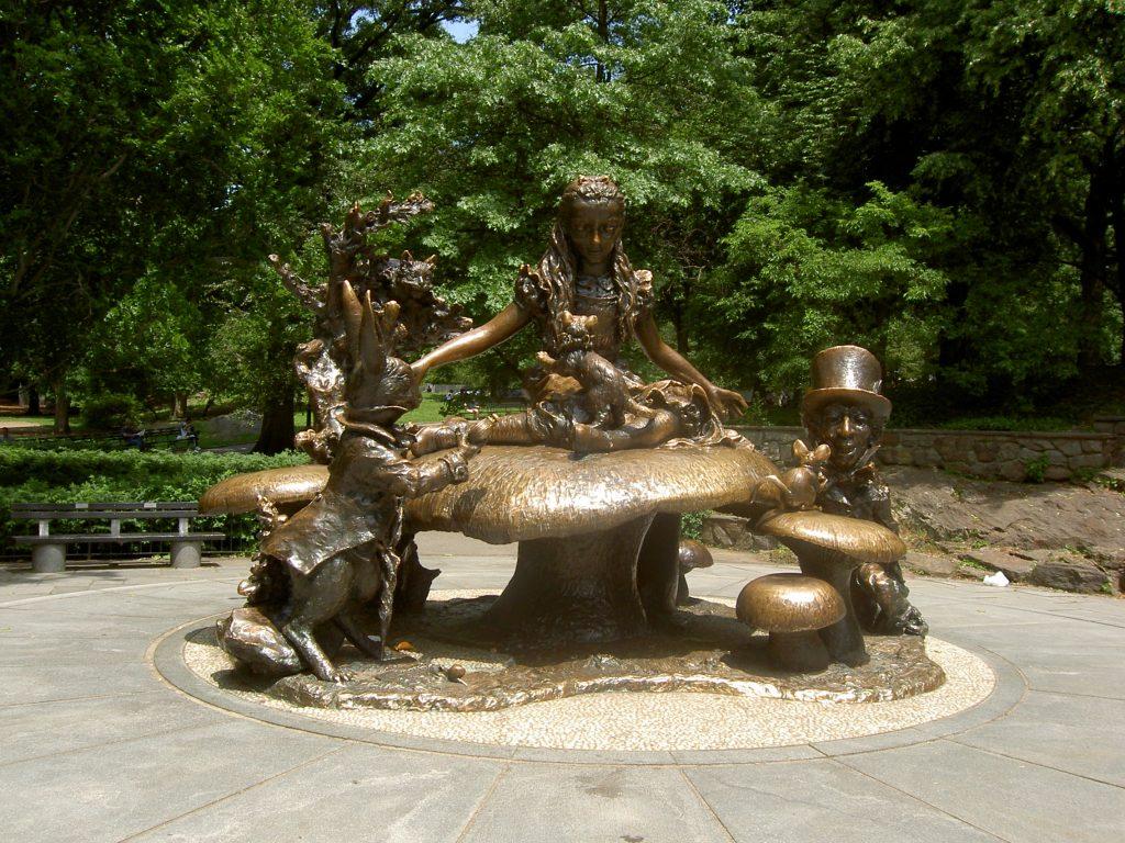 alice in wonderland beeld in central park