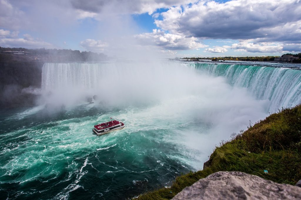 Maid of Mist Niagara Falls